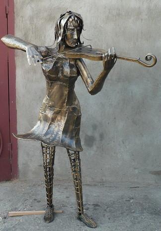 """скульптура""""Девочка и скрипка"""""""