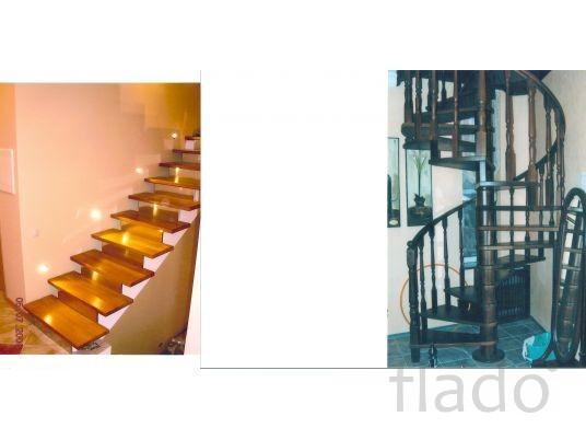 Деревянные лестницы в Троицке, в Москве, в Московской области.
