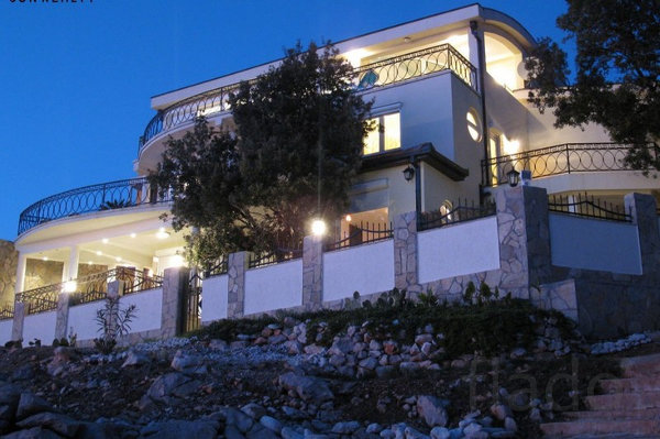 Дом 497 м² на участке 4 сот.
