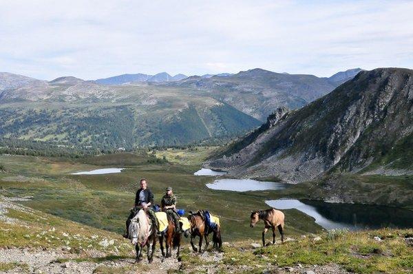 Конный поход. горы Алтая. Телецкое озеро