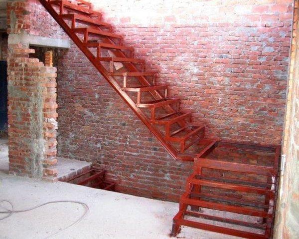 Металлическая лестница в доме своими руками