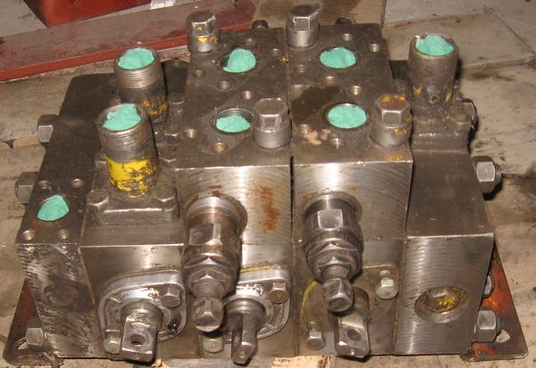 Продам гидрораспределители 3-х, 4-х секционные на экскаватор.