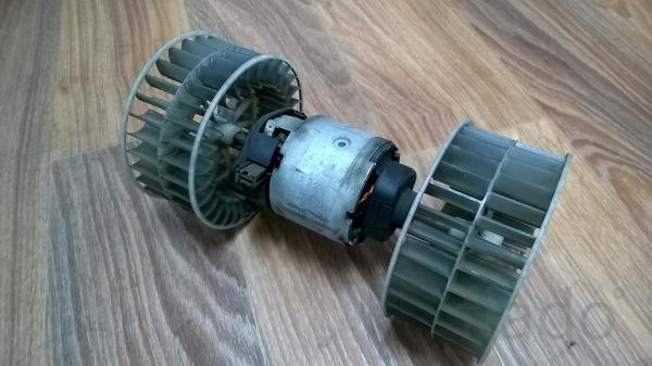 Электродвигатель отопителя (моторчик печки) 0130111130 Вольво, Рено