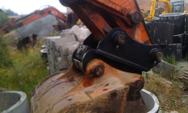 Быстросъем механический экскаватора New Holland E215B