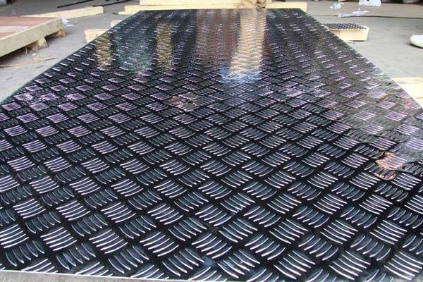 алюминиевый рифленый лист 1,5х1200х3000