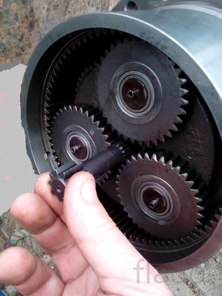 центральный ведомый вал бортового редуктора хода мини экскаватора