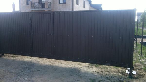 Ворота откатные 4,0 на 2,0 м со встроенной калиткой