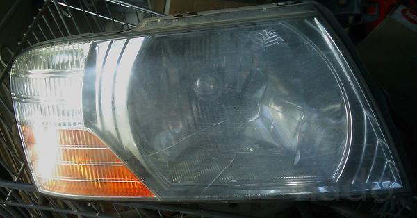 Правая фара на Mitsubishi Pajero
