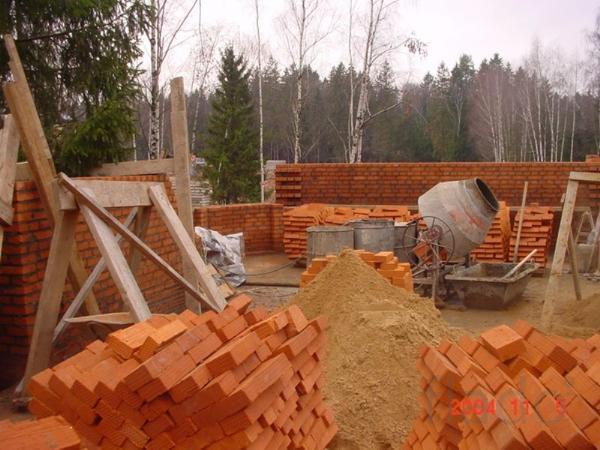 Каменщики выполнят кладку любой сложности, бетонные работы