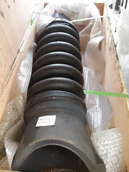 81N8-15011 Натяжитель гусеницы в сборе HYUNDAI R320LC-7
