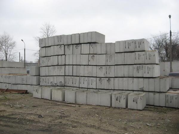 Фундаментные блоки.