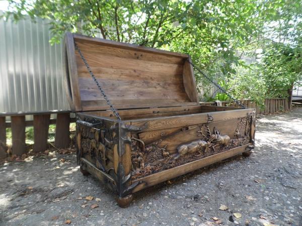 Мебель ручной работы из массива дерева.