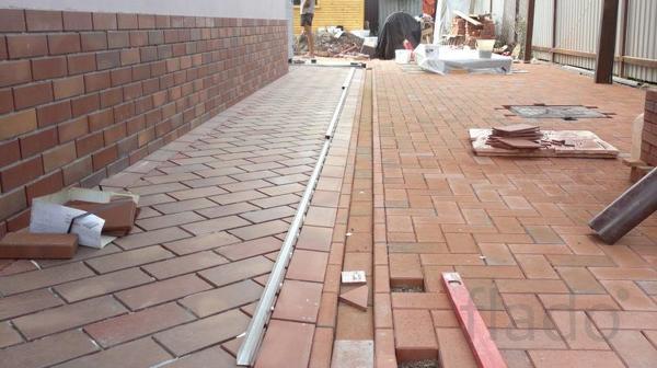 Укладка тротуарной плитки с установкой бордюров