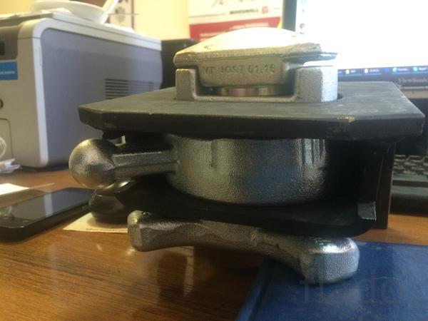 Фитинг контейнерный  твистлок  jost для контейнеровоза