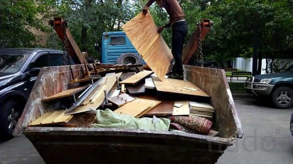 Вывоз мебели и хлама контейнером 8 куб.м