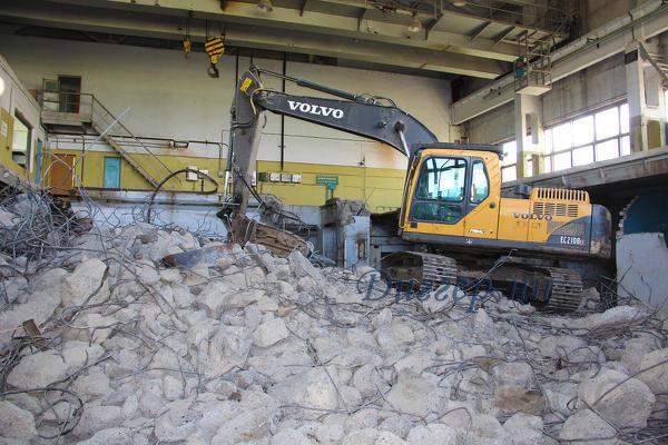 Демонтаж зданий, домов, стен, перегородок