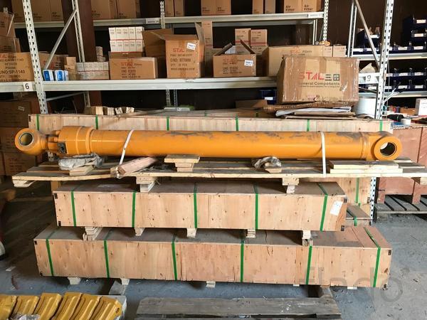 Гидроцилиндры рукояти экскаватора Komatsu PW160-7E0, PW160-7H