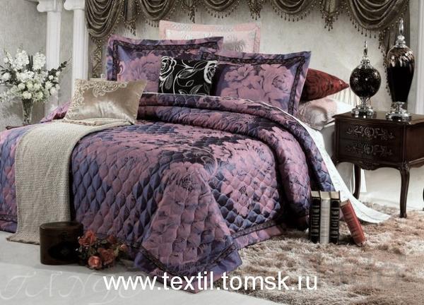 Большое покрывало на кровать в спальню.