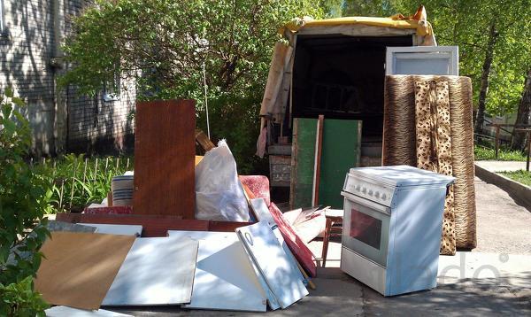 Вывоз мусора досок старой мебели в Омске