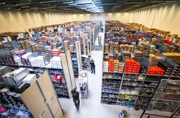 Стикеровщик на склад обуви (вахта)