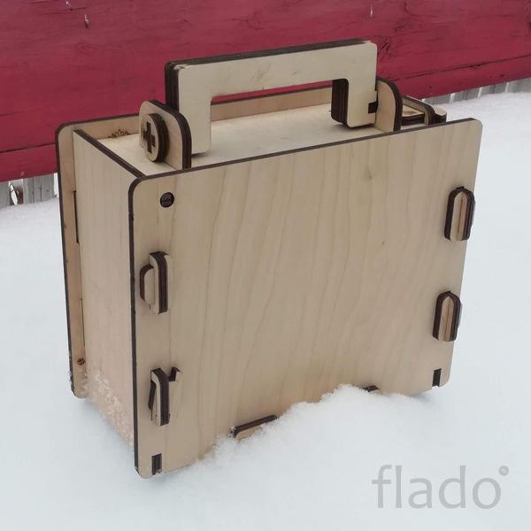 Сборный деревянный чемоданчик-шкатулка с ручкой