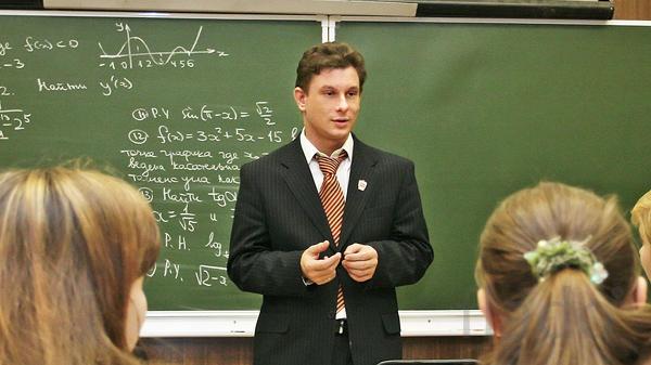 Сотрудник с опытом педагога.