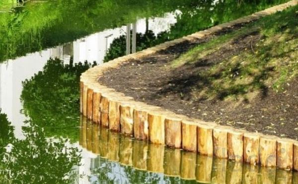 Берегоукрепление бревнами лиственницы