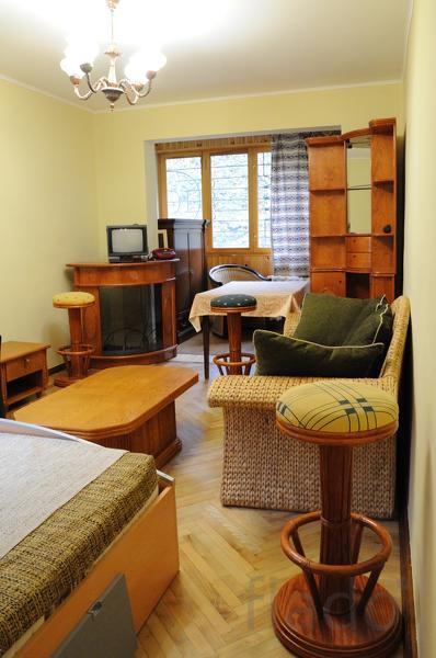 2-к квартира, 56 м², 1/3 эт.