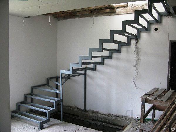 Изготовление металлического каркаса лестницы