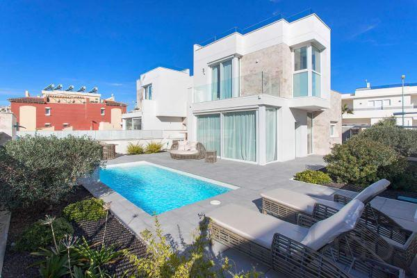 недвижимость в испании москва