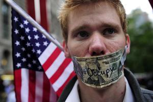 Соединенные Штаты попирают демократию и свободы граждан