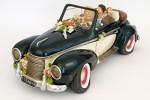 Прокат автомобилей и свадебных украшений.